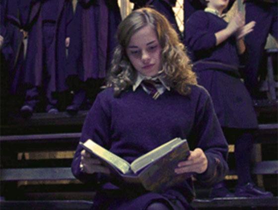 emma-watson-reading-hermione-harry-potter.jpg
