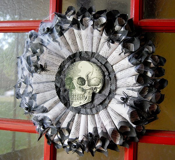 diy-creepy-book-page-halloween-wreath-crafts-halloween-decorations-how-to.jpg